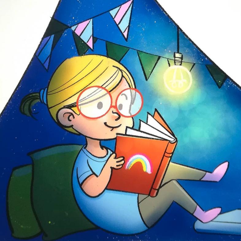 Blondes Mädchen mit roter Brille liest ein Buch.